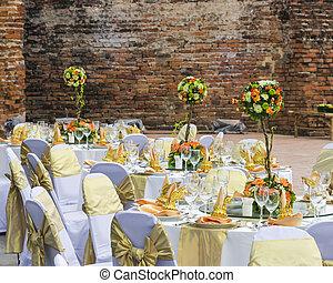 magnifique, mariage, chaise, et, arrangement tableau, pour, diner fin, à, outd