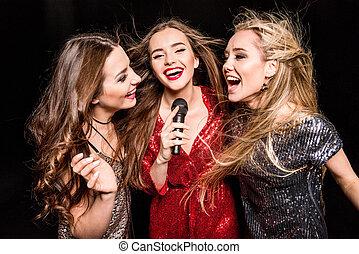 magnifique, trois femmes
