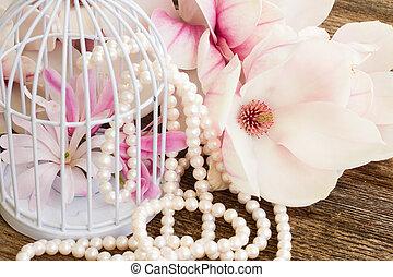 magnolia, fiori, con, perle, su, tavola legno