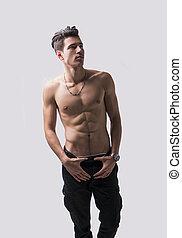 magro, atlético, shirtless, homem jovem, ficar, ligado, luz, fundo
