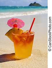 mai tai coctail on the beach in hawaii