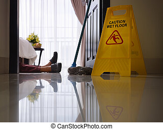 maid slipped on wet floor and layin - housemaid had accident...