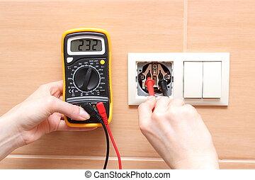 main, électricien, vérification, tension
