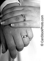 main dans mariage