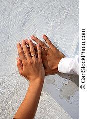mains, à, alliances