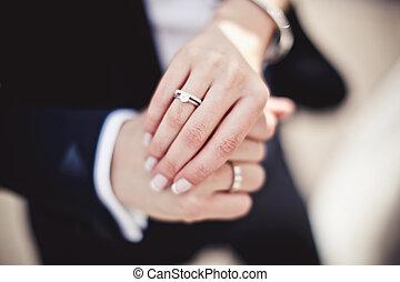 mains, anneaux, tenue, mariage