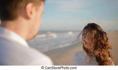 mains, baiser, plage, homme, femme