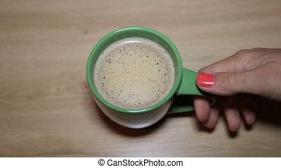mains, cappuccino, femme, tasse