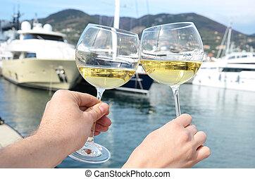 mains, contre, la, yacht, spezia, italie, verres vin, jetée...