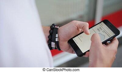 mains, gros plan, mâle, smartphone, jeune, utilisation
