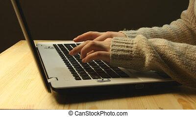 mains, ordinateur portable, femine, clavier, dactylographie
