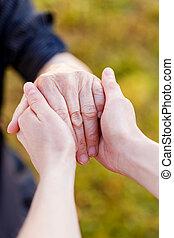 mains, personnes agées