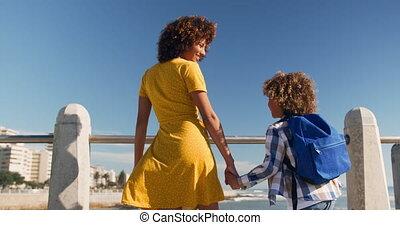 mains, plage, tenue, fils, mère