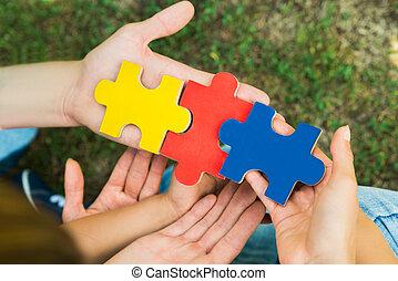 mains, puzzle, puzzle, tenue, morceaux
