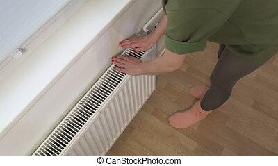 mains, radiateur, femme, chauffage, tenue