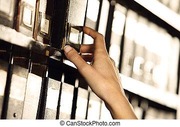 mains, recherche, étudiant, archives., remplissage, cabinet.