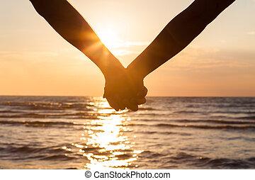mains tenue couple, à, plage