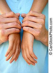 mains tenue couple