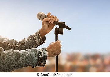 mains, tenue, microphone