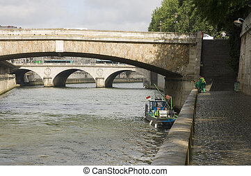 Maintenance of the Seine