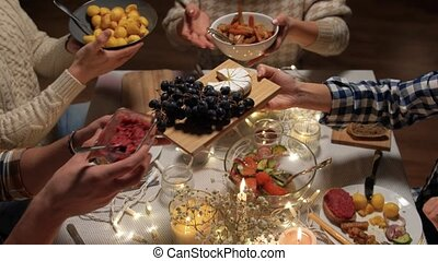 maison, avoir, amis, dîner noël, heureux
