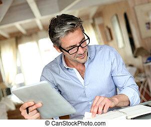 maison, beau, lunettes, fonctionnement, homme affaires