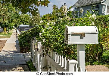 maison blanche, boîte lettres, famille