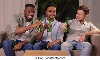 maison, boire, amis, mâle, sourire heureux, bière
