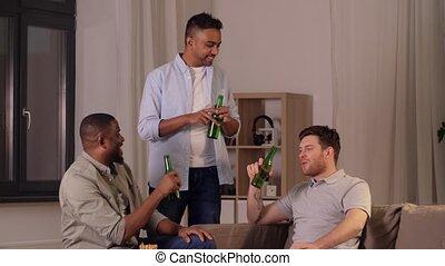 maison, boire, mâle, bière, chips, amis