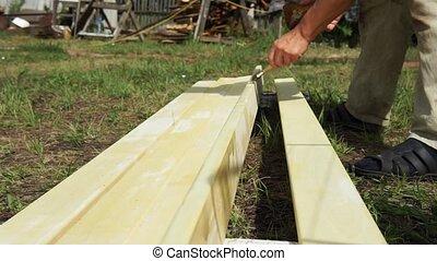 maison, bois, homme, summer., vernis, traitement, constructions