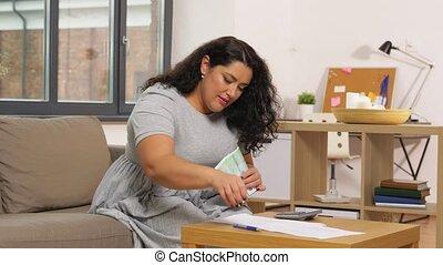 maison, calculatrice, papiers, argent, femme