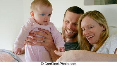 maison, chambre à coucher, avoir, parents, vue, bébé, caucasien, 4k, amusement, devant