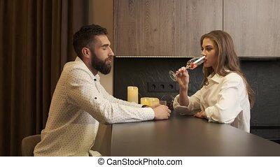 maison, champagne, cuisine, percé, boire, couple, offensé
