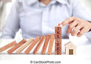 maison, concept, assurance, homme affaires, modèle