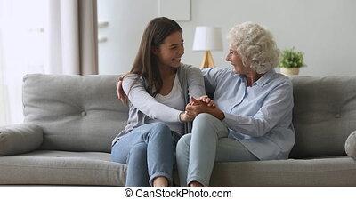 maison, conversation, liaison, personne agee, heureux, jeune...