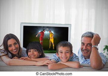 maison, coupe monde, projection, tã©lã©viseur, sourire, appareil photo, sofa, famille