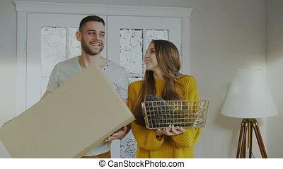 maison, couple, entrer, leur, temps, nouveau, heureux, premier