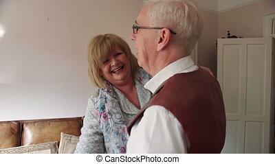 maison, couples aînés, danse