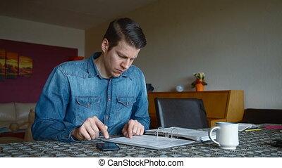 maison, factures, calculer, homme