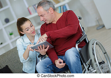 maison, fauteuil roulant, personne agee, tablette, utilisation