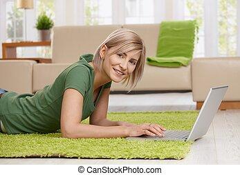 maison, femme, surf internet