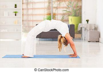 maison, femme, yoga, mûrir