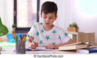 maison, garçon, cahier, écriture