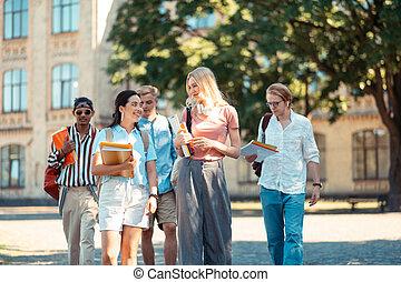 maison, groupe, étudiants, classes., après, aller