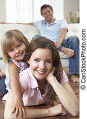 maison, heureux, délassant, portrait famille