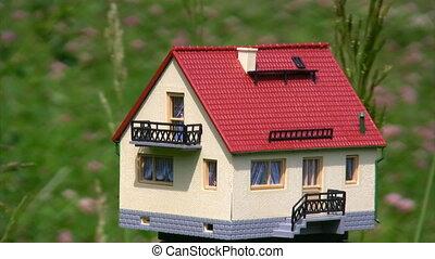 maison jouet, onduler, champ, herbe, vent