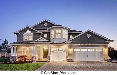 maison luxe, extérieur, à, crépuscule