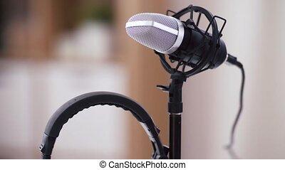 maison, microphone, écouteurs, bureau