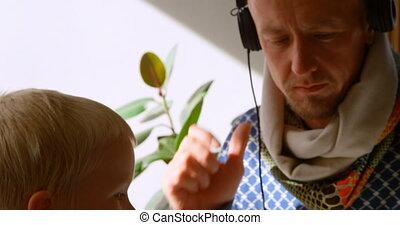 maison, musique, enfants, père, 4k, écoute, écouteurs