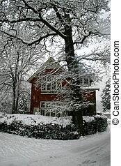 maison, neige blanche, rouges